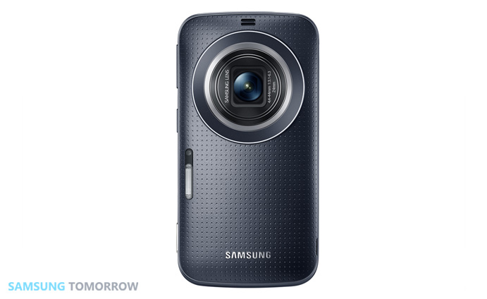 Galaxy-K-zoom_Charcoal-Black_02(Lens-open)