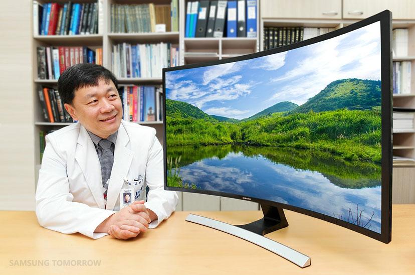 Theo bệnh viện mắt Đại học quốc gia Seoul: Màn hình cong Samsung 3000R giúp cải thiện sức khỏe mắt - 87646